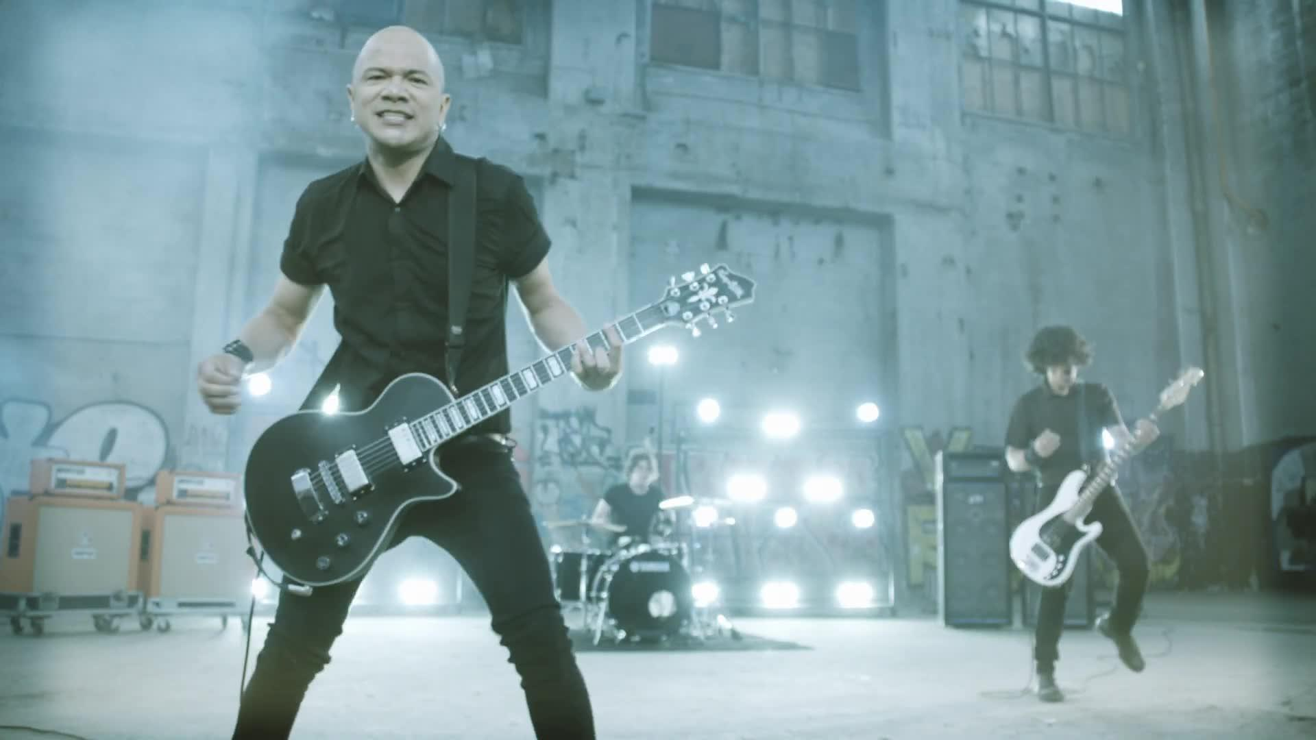 Danko Jones - Fists Up High
